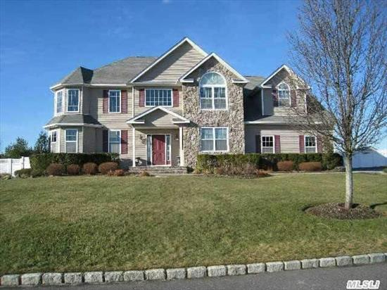 Country Manor Estates Home Priced To Sell! 5/6 Br, 4.5 Bth, Sun Filled Lr, Dr, Eik W/Ctr Isl, Butlers Pantry, Den W/Gas Fpl, Lndry Rm, Office/6th Br, Custom Closets, Mbr W/Tray Ceiling, Mbth W/Jacuzzi. Fbsmt Is Legal Apt Offering Ise & Ose, Eik, Lr, Br, Den, 2Fbth. Resort Style Yard. Htd Ig Pool, Pool House, Covered Patio W/ Custom Kit W/Granite & Fireplace W/Tv Connection. A Must See!