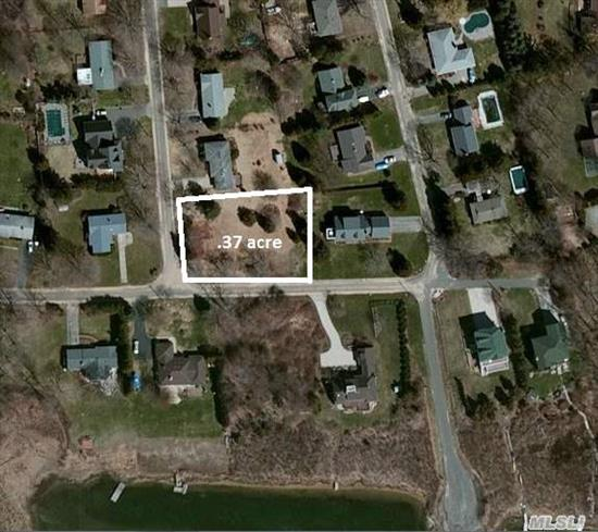 Lovely Location,  Level Land. Launch Your Boat On Goose Creek - Ramp Is Walking Distance.  Some Waterviews. Short Walk To Town And Public Transportation. Wonderful Waterfront Community.