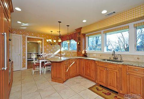 A View of Kitchen with Breakfast Nook