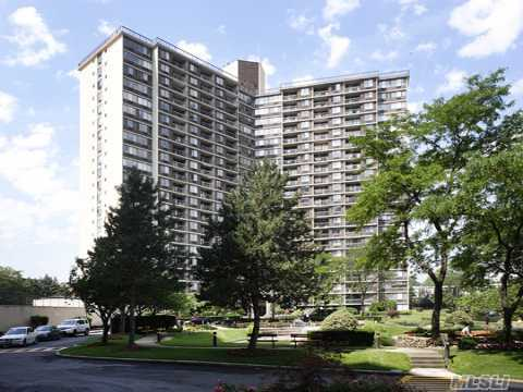 Hotel Style Living~24 Hour Conceirge..Large One Bedroom W/Terrace,Fully Renovated, Health Club & Tennis, Indoor Pool, Shopping Arcade. Super Location~highway, Express Bus To City, Lirr Just A Few Minutes Away.