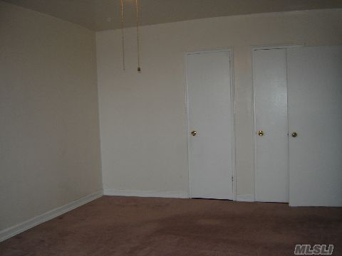 Large Carpeted 12 X 18 Bedroom