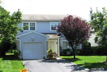Gorgeous 5 Bdrm Andover Colonial In Desirable Gated Community,Detached Home, Updated Kitchen W/Ss Appl, Corian Tops, Built In Microwave, Updated Baths,Newer Htd And A/C, Hi Hats, Community Offers Many Amenities