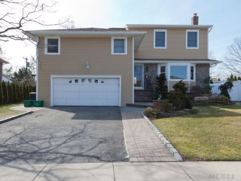 Completely Renovated In 2010. With Additional Mbr Suite Including His & Hers Walk In Closets In Salisbury Estates. Largest Brick With New Kitchen, Baths, Roof. Brick Patio, Beautiful Landscaping. Full Finished Basement, Many Built Ins Near School And Shops.