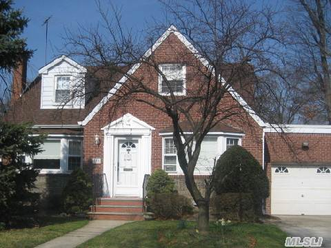 Spacious And Sunny Cape/Colonial In Heart Of The Presidential Area. Beautiful Hardwood Floors And Moldings. Lg Eik W/ Center Island, Lg Family Room Or Master Br On Main Flr. Updated Baths, Fin Basement W/Hi Ceilings. 80 X 100 Lot- 6 Yr Roof, Newer Boiler- Move-In-Condition-Taxes After Star.