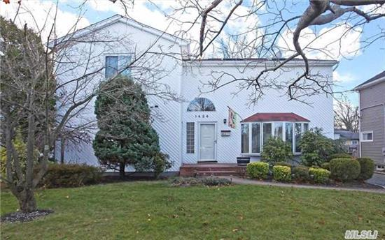 This 2500' , 4 Bed, 2.5 Bath Colonial Features A Unique Entrance, Hardwood Floors, Recessed Lighting & Skylights. A Bright Kitchen, Includes Plenty Of Cabs & Eating Area..A Stylish Master Suite Boasts A Sitting Area, A Walk-In Closet, A Full Private Bath, & Access To The Yard.This Home Includes Plenty Of Closets And Spacious Bedrooms.Barnum Woods, Woodland & East Meadow High.