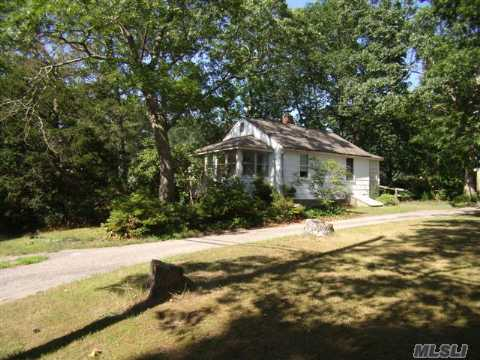 Cute Cottage For Summer Or Year-Round Living.  Community Bay Beach Less Than 900 Yds From Your Door.  Low Taxes.