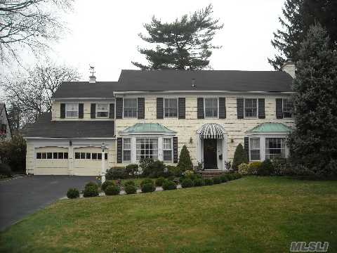 One Of The Most Prestigious Streets In Garden City Custom-Built Barnes Colonial On 100X150, Living Room W/Fp,Formal Dining Room,Eik,Library, Sun Porch,Office.Master Bedroom W/Deck And Ensuite Bath,Addtl Master Bedrm W/Bath,+2Addtl Bedrooms. Cac,Alarm System,New Gas Furnace.