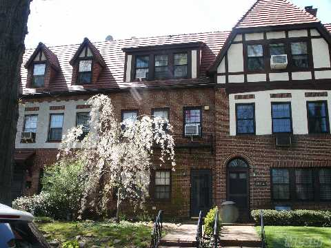 Gracious 3 Br Tudor With 3rd Floor 1 Br Apt! Located In Historic Forest Hills Gardens On A Beautiful Tree-Lined Street. Don't Miss This One!