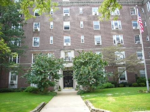 One Of Forest Hills Finest, The Lexington Is A Showplace Building With Beautiful Architecture. This Large Studio Features A Very Large Dressing Room Seperate Kitchen With Pass Through, And More Than Ample Closet Space. Pets Are Allowed On A Case Basis