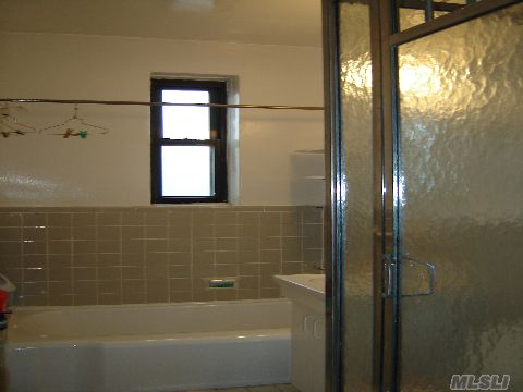 5 X 10 Bathroom with Tub and Shower!
