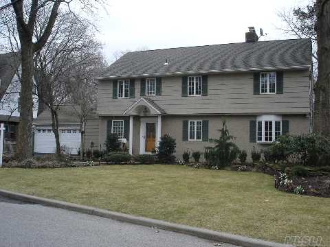 Heart Of The Woods--Center-Hall Colonial--O/S Prop! Modern Amenities W/Feel Of An Era Gone By! Enclosed Sunroom Is An Xtra!Surround Sound In Den! Lrg Granite Eik W/Arch.Design-Subzero/Viking Stove/Bosch!Fpl,Cac,Burnham Boiler,New,Hw Heatr,Custm Marble/Porcelain Bths/Andersens/2-Car Ee/Crown Moldings!Star $948.61 All Info.Deemed Reliable But Not Guaranteed.All Binders Off!!