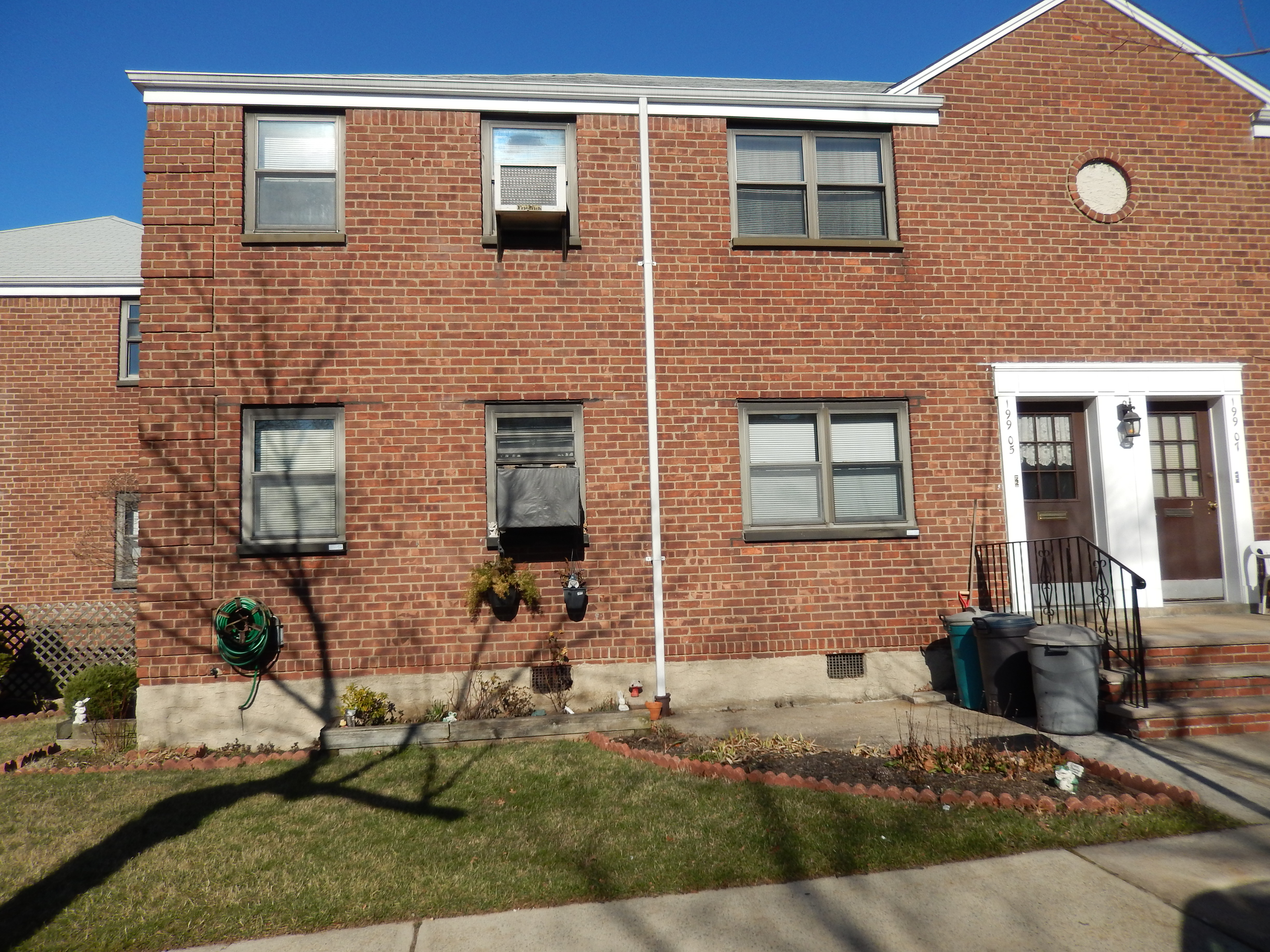 Beautiful 5 Room, 2 Bedroom in Clearview Gardens in Whitestone Near Transportation (QM20, Q16), Bridges, Highways, Schools and Shopping (Information deemed to be reliable although not warranted or guaranteed)