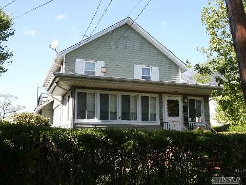 Wanna Be Bob Villa, This Old House Needs Some Work But Has Great Potential,Great Space And Yard
