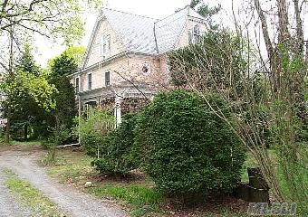 Live Happily Ever After, Large Home Offers So Much!!! Needs Tlc, But Oh What A House.