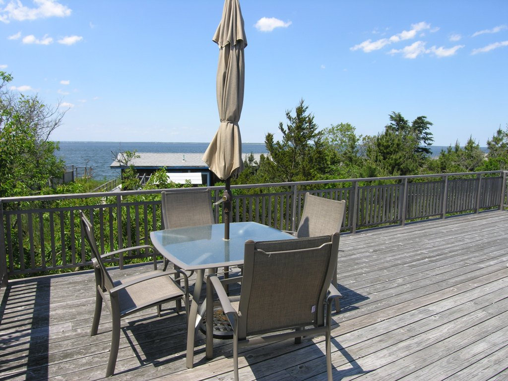 4 bedrooms ,3 baths, A/C, large deck with great Bay views! Finely appointed home with privacy.