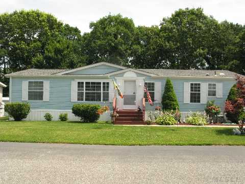 Beautiful Home With New Hotwater Tank, Roof, Ref, Washer.  Located In A 55Yr Old Comm. Formal Living Room, Formal Dinning Room, Large Eik With 2 Nice Size Bedroom And Bath.  Master Suite W/Large Full Size Master Bath.  Beautiful Sun Room. Nothing To Do But Move In And Enjoy