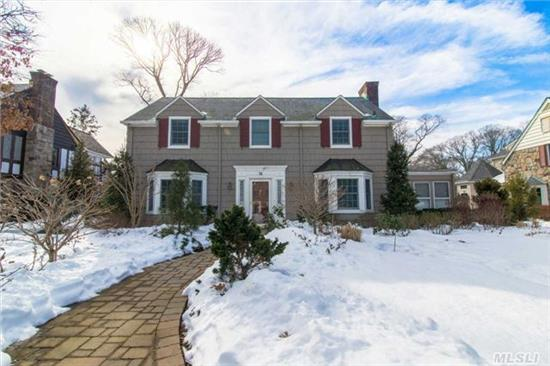 Center Hall Stunner Located Mid Block Has Space Inside & Out. Beautifully Maintained & Move-In Ready. Highlights Include: Fully Equipped Gourmet Kitchen, Main Level Br/Office W/ Separate Entrance. Mbr En Suite W/ Wic And Steam Bath, 2 Large Bedrooms W/ Wics.