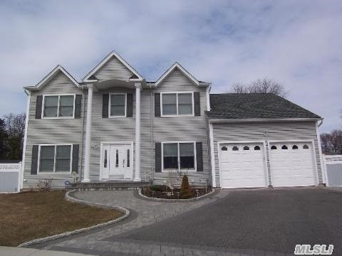 Bells Garden Estates! This Center Hall Colonial On A Cul-De-Sac Features 4 Br's 2.5 Baths, Mstr Br Suite W/Jac Bath/Shower, Wic, Formal Liv Rm, Formal Din Rm, Open Layout Family Room W/Fireplace, Eat In Kitchen W/Granite & Stainless Steel Appl., Large Private Office, Cac, Gas, Hardwood Floors, Full Basement W/10Ft Ceilings, Inground Pool W/Waterfall & Paver Patio, 2 Car Garage