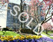 Fabulous Bay Club Gated Community. Gatehouse.24Hr. Security.Best Deal On Beautiful Jr.4 ! Can Have Dine Rm, Den Or Extra B/R Double Terrace. Wood Floors. Walk-In Closet. Year Round Swim & Fitness Center, Indoor Parking (Extra Fees). Underground Stores. On Premises Restaurant. Best Location .... Near Everything.