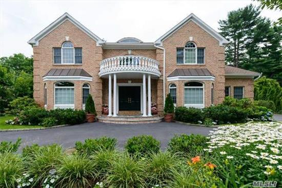 Absolutely Stunning Young Brick 6 Bedroom Center Hall Colonial. Immaculate And Beautifully Maintained With Custom Details, Built-Ins, Moldings And Hardwood Floors. Light And Bright Spacious Entertainment Space. Gleaming In-Ground Pool And Brick Patio. East Williston Sd.