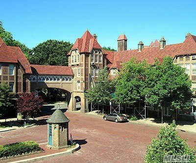 Prime Location Forest Hills Gardens. Very Nice Studio Apartment In The Pet Friendly Building. Its Is Walk Up Apartment Close To Lirr, Subway And Shops On Austin Street. Must See