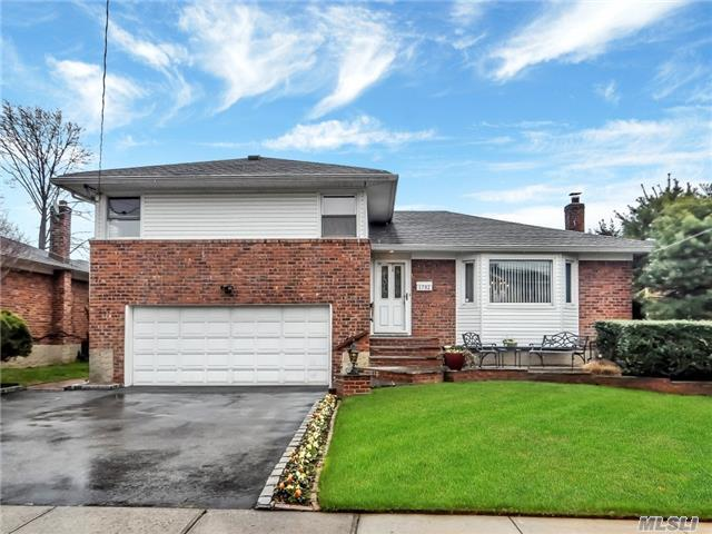 Old Lindenmere Beauty!! 3 Bdrm 2 1/2 Bath Brick Updated Split With 2 Car Garage On Dead End Street. 3 Bdrm 2 1/2 Bath, Entry Foyer, Living Room, Formal Dining Room, Eat-In Kitchen W/Gas Cooking Overlooking Resort-Like Backyard, Den W/Wood Burning Fireplace, 4 Seasons Rm And 1/2 Bath, Master Suite, Finished Basement. Wood Floors, Cac, Igs, 2 Attics. Birch Elementary!