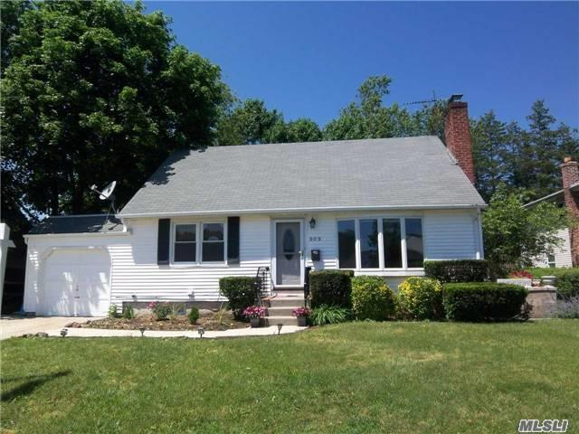 Great Cape In Desirable Plainedge Sd. Midblock Location W/ Nice Sized Yard. Updated Roof/Windows/Siding, Hardwood Floors, Open Layout, Updated Eik W/ Granite & Stainless Steel. Beautiful New Bath. New Heating System & 200 Amp Electric, Full Finished Basement W/ Ose & Bath. Will Not Last, Schedule A Viewing Today!
