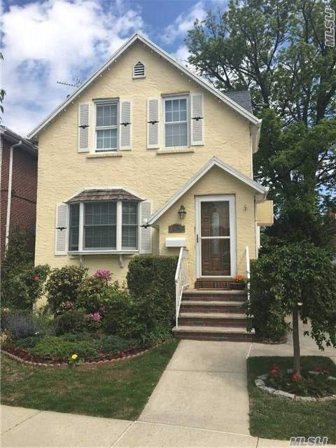 Beautifully Maintained 1 Family Home In The Heart Of Flushing/Whitestone - Expertly Maintained Grounds. Need 24 Hour Notice To Show. R3-1 Zoning.