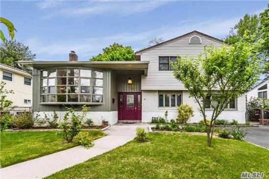 Beautifully Updated 5 Bedroom Split On Meticulously Landscaped Property. Sun Filled Den W/ Fp, New Gas Boiler. Pavers Patio Perfect For Entertaining. Close To Morgan's Park.