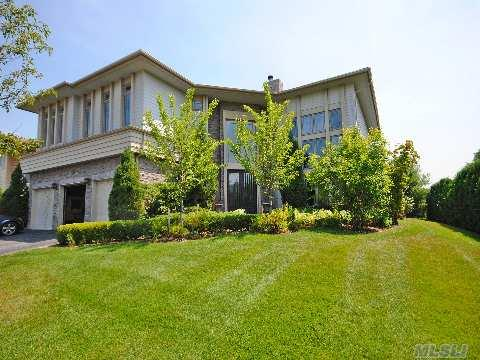 Enjoy The Privacy Of This Stunning Gated Community Of Hamlet Estates. Set In The Perfect Location, This Residence Features Hardwood Floors, High Ceilings,Walls Of Glass, Open Floor Plan, A Luxurious Master Suite And All Bedrooms Are Ensuite. Take Advantage Of The Clubhouse And Gym, Community Swimming Pool And Tennis Court, And 24 Hr Security.