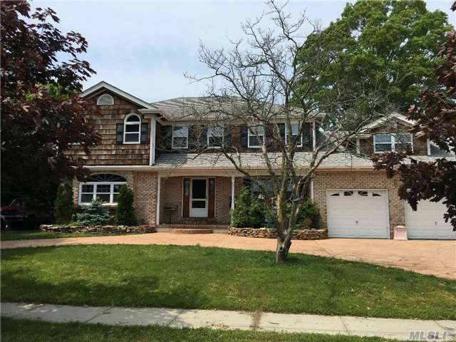 Prestigious Biltmore Shores With 100' Waterfront Off Grand Canal, 1995 Colonial High End Upgrades, Beautiful Kitchen, With Custom Cabinets, Beautiful Wood Floors,  5 Bdrms, 3 Bths. Oversized Property.