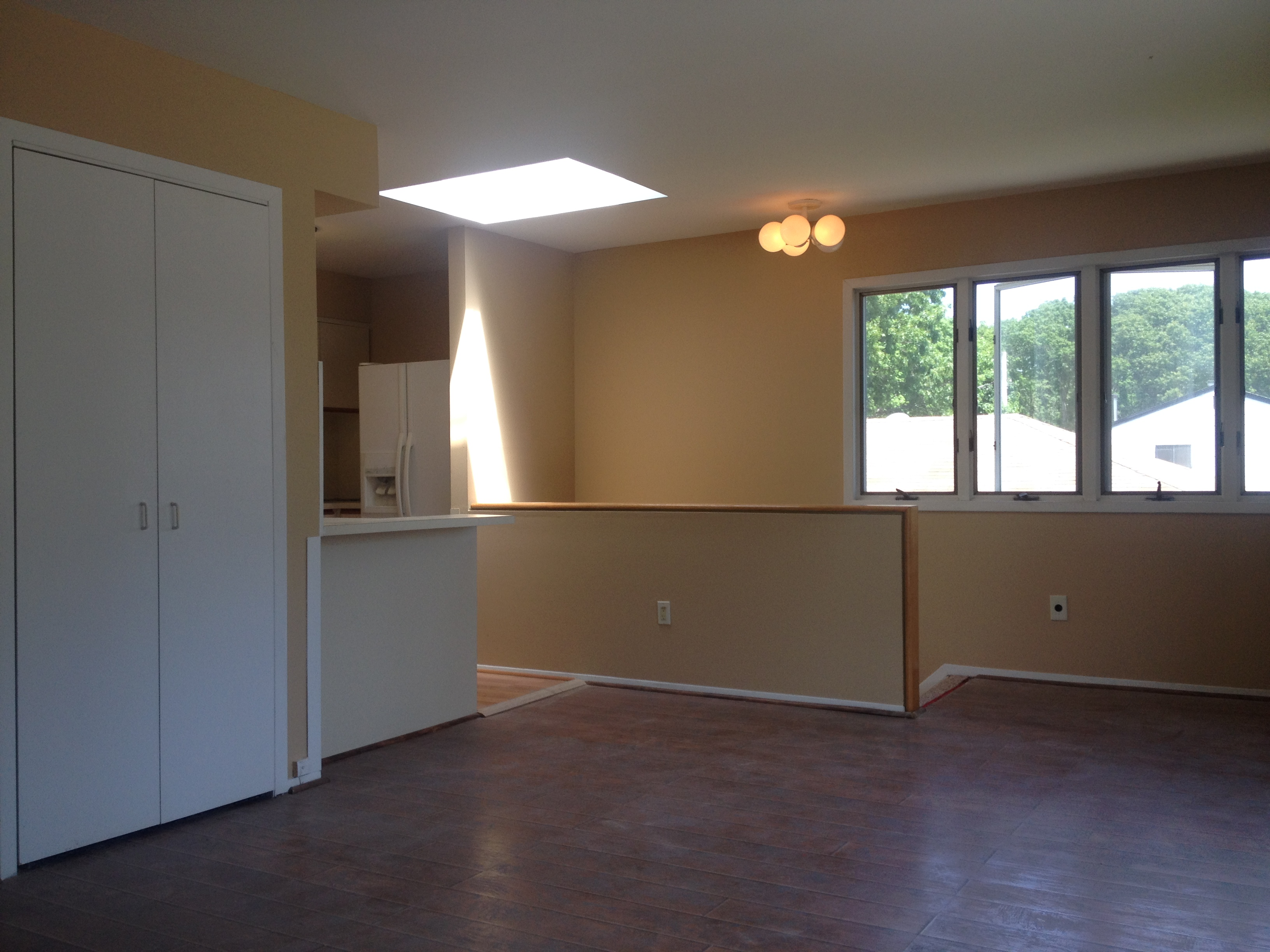 Beautiful 1 Bedroom Apartment Includes Heat, Hot Water and Internet.  Kitchen Includes A Large Refrigerator, Range and Dishwasher.  Unit Also Comes With Washer and Dryer And Private Entrance.  Available Immediately.