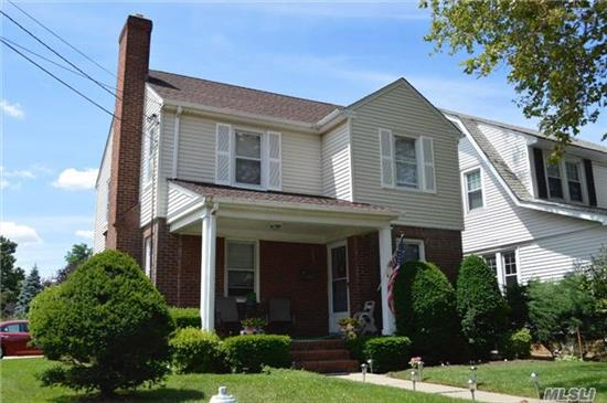 Full Partial Finished, Living Room, Dining Room, Fireplace, Large Eik, 1/2 Bath, 3 Bedrooms, Full Bath, Attic
