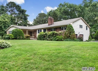 Dix Hills, Ranch (3200 Sf) Beautiful Eik W/Granite/Ss Appl., Flr, Fdr, Den With Vaulted Ceiling W/Fplc, 4 Bdrms & 2.5 Baths. Full Size Basement - Partially Finished, Cac, Deck Off Kitchen, Shy Acre, Fully Fenced In. Hhh Schools. Gas & Fios On Street. 13 Month Warranty To New Homeowner At Time Of Closing.