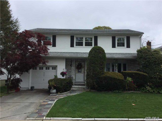 True Side Hall Colonial W/ Beautiful Hardwood Floors Throughout. Family Rm W/ Access To Park Like Yard. 4 Bedrooms On 2nd Floor. Master W/ Wi Closet And Fbth. Eat In Kitchen And Finished Basement. 10 Yr Old Boiler, 8 Yr Old Cac, 1 Yr Old Hw Heater & Roof, New Windows. Gas Next Door.