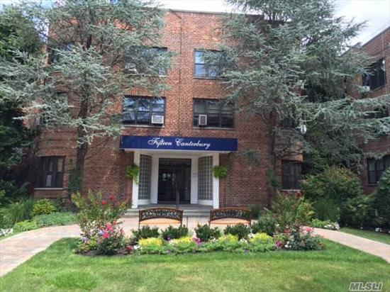 Studio Apartment In The Heart Of Great Neck, Close Proximity To Park, Lirr And Shopping