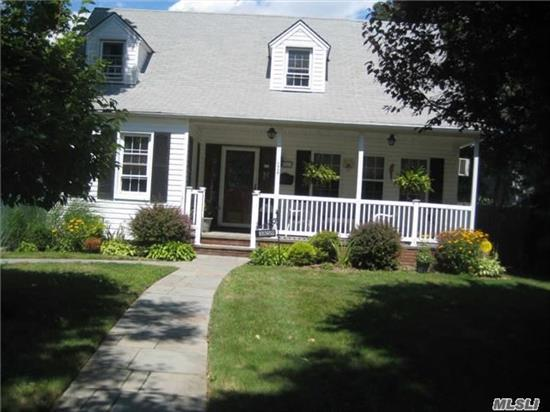 Charming Col. Cape On Large Property . New Gas Burner And Blue Stone Ent. And Porch. Gas Hook Up For Grill. High Hats Fans .. Convenient To All. Beautiful Landscaping On Large Property
