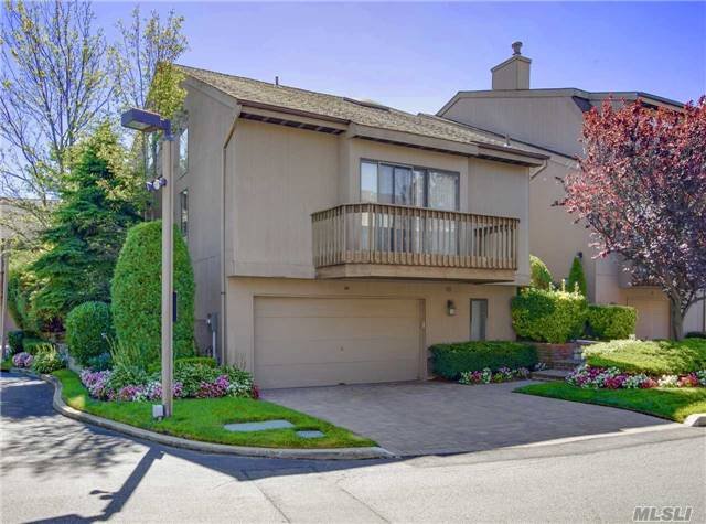 Wonderful Open Floor Plan In This 3Br, 2.5 Bath Townhouse. High Ceilings, Full Basement, Master Bedroom On Main Floor. Pool & Tennis. Chairlift From Garage/Basement To 1st Floor. Corner Property With Nice Size Backyard. Walk To All! Bright And Sunny Unit!