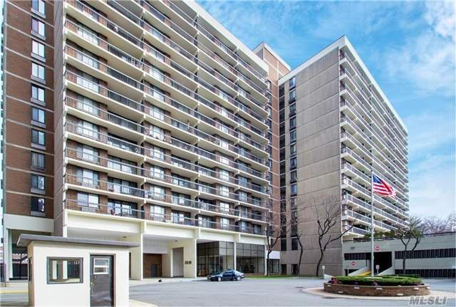 Gorgeous Fully Renovated, High Floor Corner Condo For Sale. It Features 3Bd/2 Full Baths, Beautiful Kitchen, Large Closets, Brazilian Cherry Floors And Huge Terrace With Views Of City Skyline And Pool. The Building Offers 24 Hr Doorman, Gym, Children's Playground And Indoor Parking Space. Near St John's Univ, Shops And Restaurants And Express Bus To Manhattan.