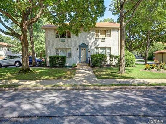 Beautiful, Sunny Upper Unit In The The Woodlands @ Islip. Maintenance Includes Taxes, Heat, Water, Gas, Sewers, Ins On Bldg, Pool & Life Guard, Bldg Maintenance, Sanitation, Landscaping, Snow Removal