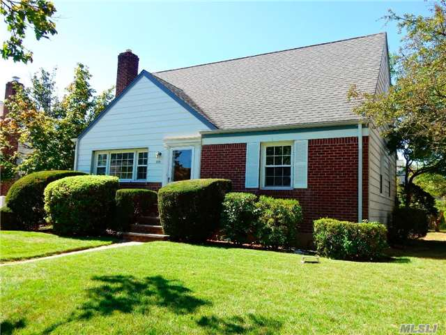 Location!  Location!  This Beautiful 3 Bed,  1 Bath Cape Is Situated On A Beautifully Landscaped Property On A Quiet Street In Franklin Square. 1st Fl Features A Formal Lr,   Eik,  2 Bedrooms And A Full Bath. Upstairs Is A Very Large Bedroom Which Can Easily Be Converted Into 2 Bedrooms. Large Private Backyard Perfect For Entertaining.  Must See!