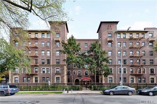 This Pre-War, Huge One Bed Features Hardwood Flrs Throughout, An Eat-In-Kitchen & Full Bath.There Is Laundry & Storage Room In The Basement And The Bldg Has A Part-Time Doorman.20% Down, Subleasing Permitted. Walk To All.The Bus Is Outside The Door, You Can Walk To Lirr Or A Short Bus Ride To E/F Trains.Debt To Income Ratio Cannot Exceed 28%.Pet-Friendly.Dogs 25 Lbs Or Less
