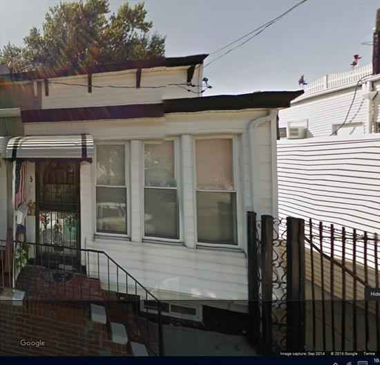 Perfect starter home. 1 family featuring Eik, Lr, Dr, 2 bedrms, 1 full bathroom, private yard. Great location, near Atlas Park, shopping and transportation.