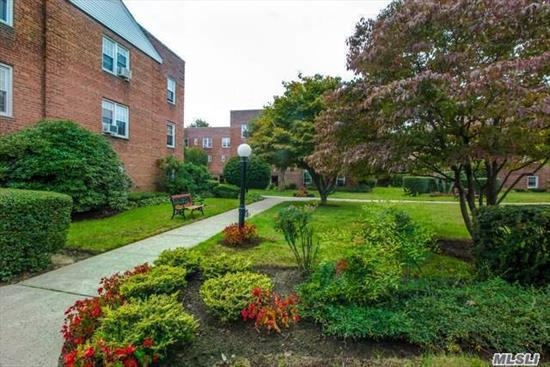 Commuters Delight... Unique, Spacious Top Floor Co-Op In The Heart Of Rvc. Great Flow For Entertaining.Updated Kitchen Features Granite, Tile Back Splash And Ss Appliances. Close To Lirr/Buses, Shopping, Restaurants & Library. Laundry/Bike Room/Storage In Building. Star Approx. $1000. Sorry, No Pets Permitted.