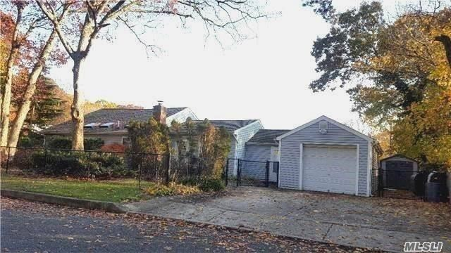 Charming Exp Ranch Perfect For 1st Time Home Buyer/Downsizer. Entry, Lr, Gran Eik, Lge Mbr Suite W/2 Walk-In Closests, Fbath & Sliders To Patio, 2 Add'l Br's, Fbath, 2nd Level Bonus Rm Can Be Den Or 4th Br. Part Finished Bsmt W/Ose, Lndry, Util, Storage, 1.5 Att Gar, Completely Fenced Landscaped Corner Lot, Priv Paver Rear Patio. Many Updates, Move In Cond. Low Taxes!!