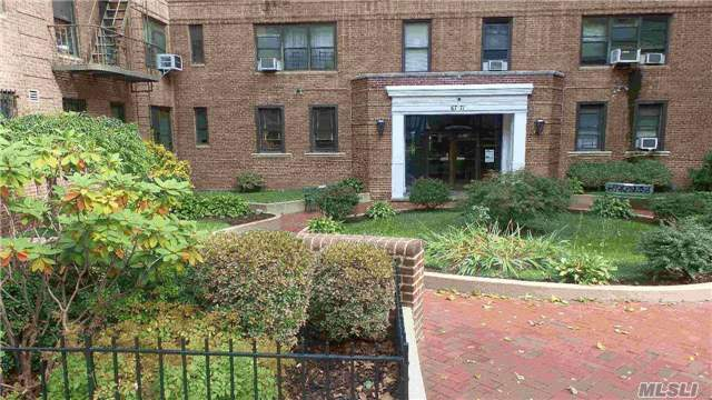 Forest Hills 2Br Prewar Presidential Gem. Doorman Bldg. 1100 Sqft. Sunny, Bright, High Floor. Pristine Renovations, Custom Remodeling. Recessed Lighting. Chef's Eat In Kitchen, Stunning Granite Counters And Marble Floors. Fully Renov Bath With Jacuzzi. High Ceilings. Steps To E/F/M/R, Lirr, Austin St Shops. Ps 196 Zoning
