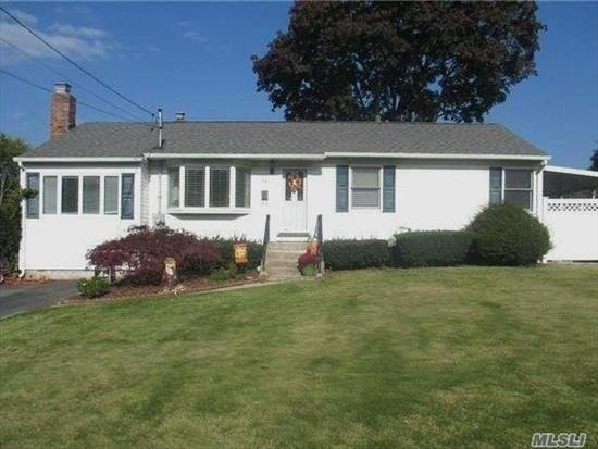 Don't Miss This One. No Updating Required. Move Right In And Start Enjoying The Sunken Lr/Den With Wood Burning Fireplace. Kitchen 1 Year, New Floors, Finished Basement For Playroom Or Den. 1100 Sq Ft. Fully Fenced Backyard. Close To Town/Lirr/Sunken Meadow Pkwy