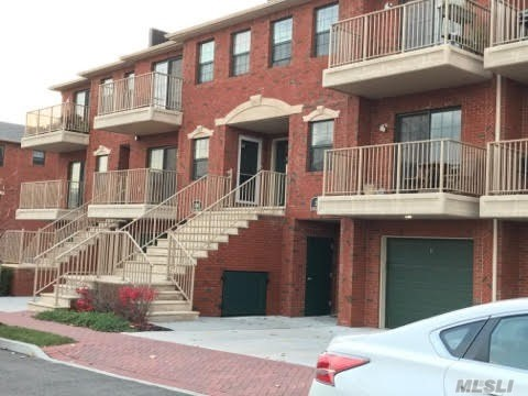 Lager One Bedroom (950Sq) .Stainless Steel Appliance W Granite Counter Top, Hardwood Floor Walk-In Closet, Laundry Room , W One Parking Space.Next To Powells Cove Blvd, Cup-De -Sac Setting W Gated Entry . Daily Security Patrol, 15 Years Tax Abatement