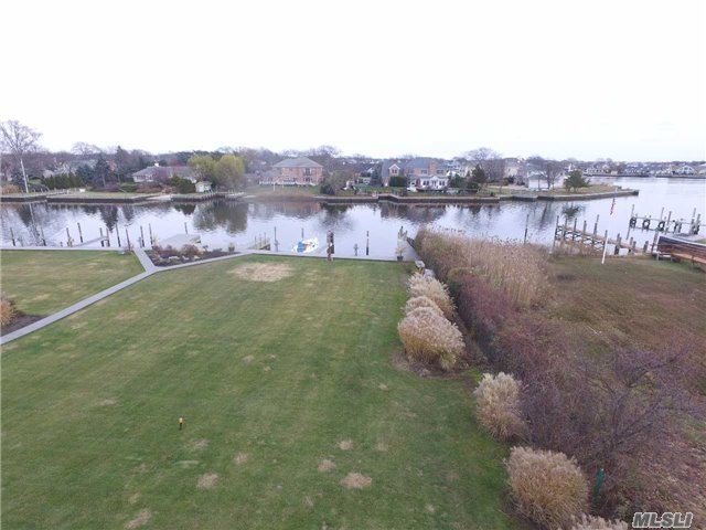 Hidden Harbor Beautiful Waterfront Location, End Unit With Bay Views & Patio Overlooking Forester Creek, Docking For Boat, Easy Access To Bay. These Units Don't Come Up Often, Only 6 Units With Bayview. Gas Fireplace In Living Room, Custom Built-Ins, Natural Gas Hook Up For Barbecue, Retractable Awning Over Patio.