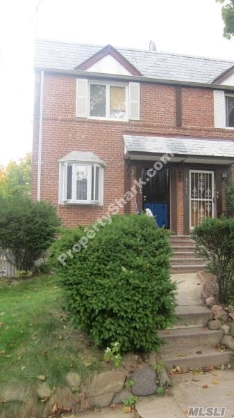 Lovely 2-Family Semi-Attached House, Good For Investment And Living, Step Away From St.John's University, Close To Bus Stopq65 /Train /Highway/Shopping Etc.